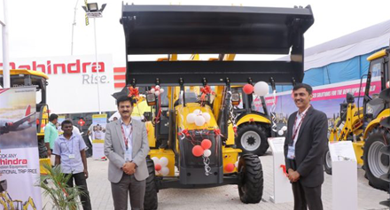 Mahindra expands backhoe loader range with SX90 under EarthMaster series